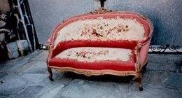 progettazione restauro, divano restaurato, divano antico