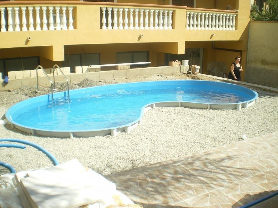 Costruzione piscine in vetroresina racalmuto agrigento for Cloro liquido per piscine