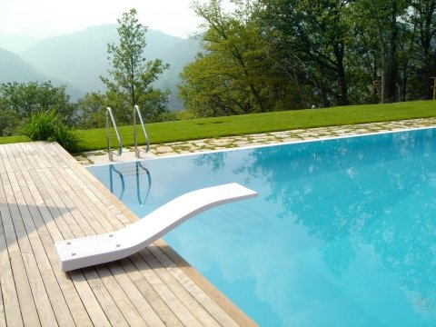 trampolino piscina