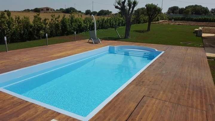 Realizzazione piscine in vetroresina