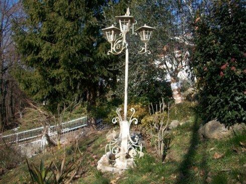 lampada in un giardino