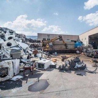 Reciclo-di-materiali-e-riutilizzo-di-parti-recuperate