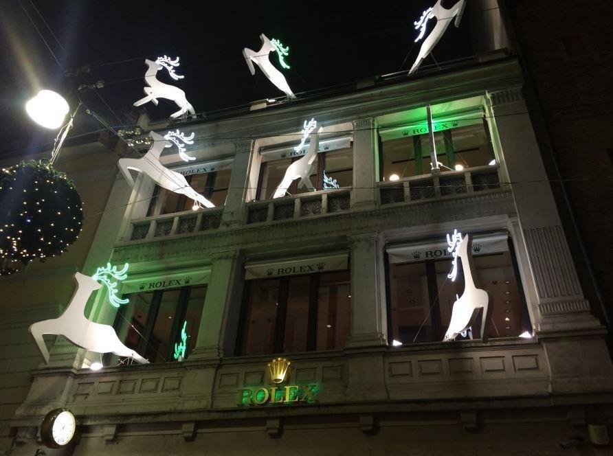 Neon bianco sagomato per decorazioni