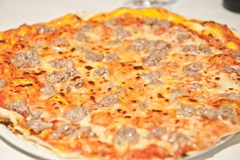 pizza margherita e salsiccia