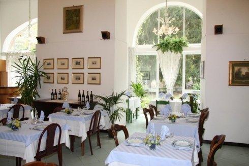 camere singole, camere doppie, ristorante