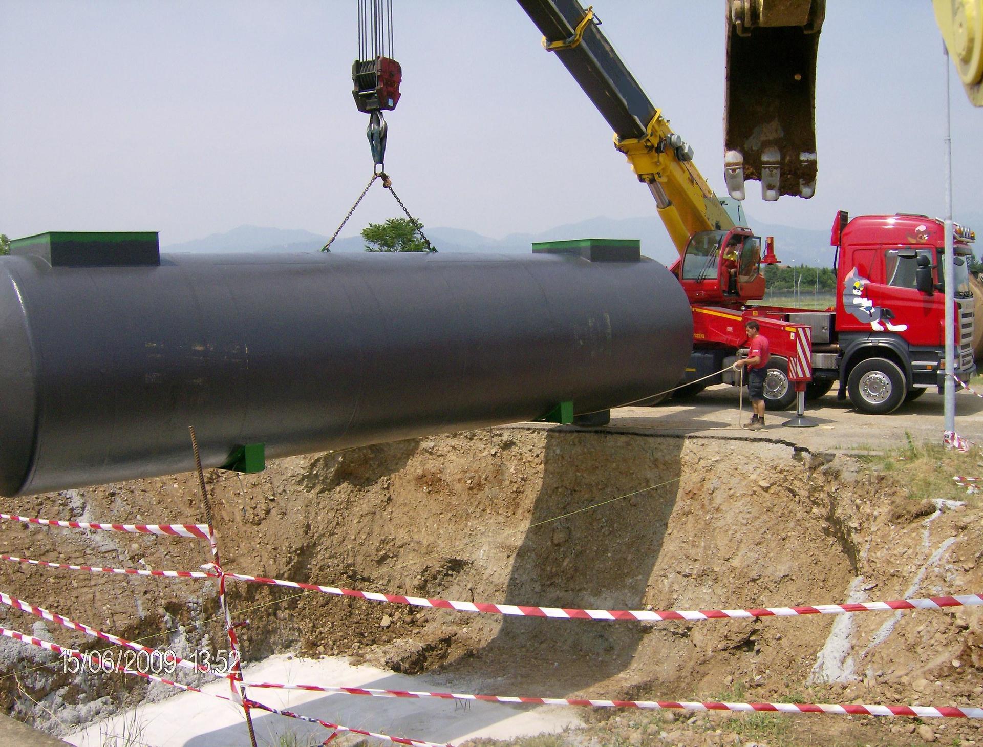 macchina che muove un grande tubo