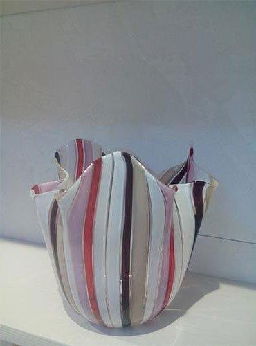 vaso a righe in vetro di murano