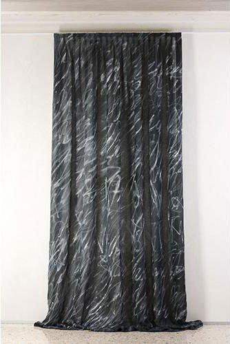 Tenda di color nero con dettagli blu e bianco