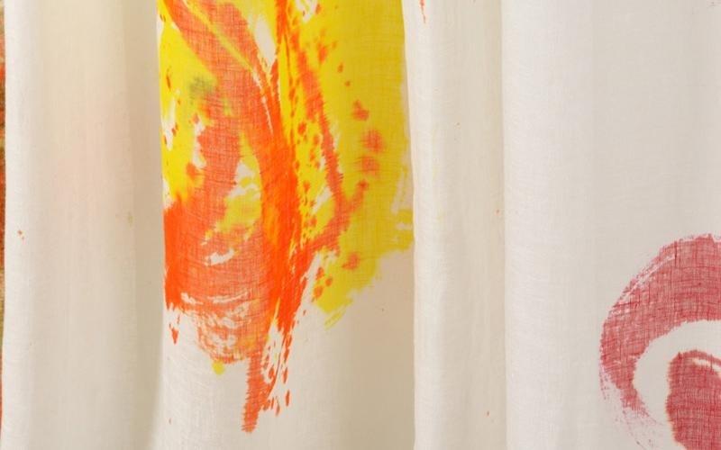 Dettaglio della pittura a mano su cotone