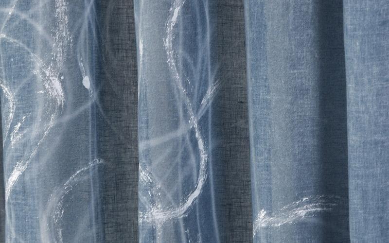 Tenda in blu con pennellate bianche