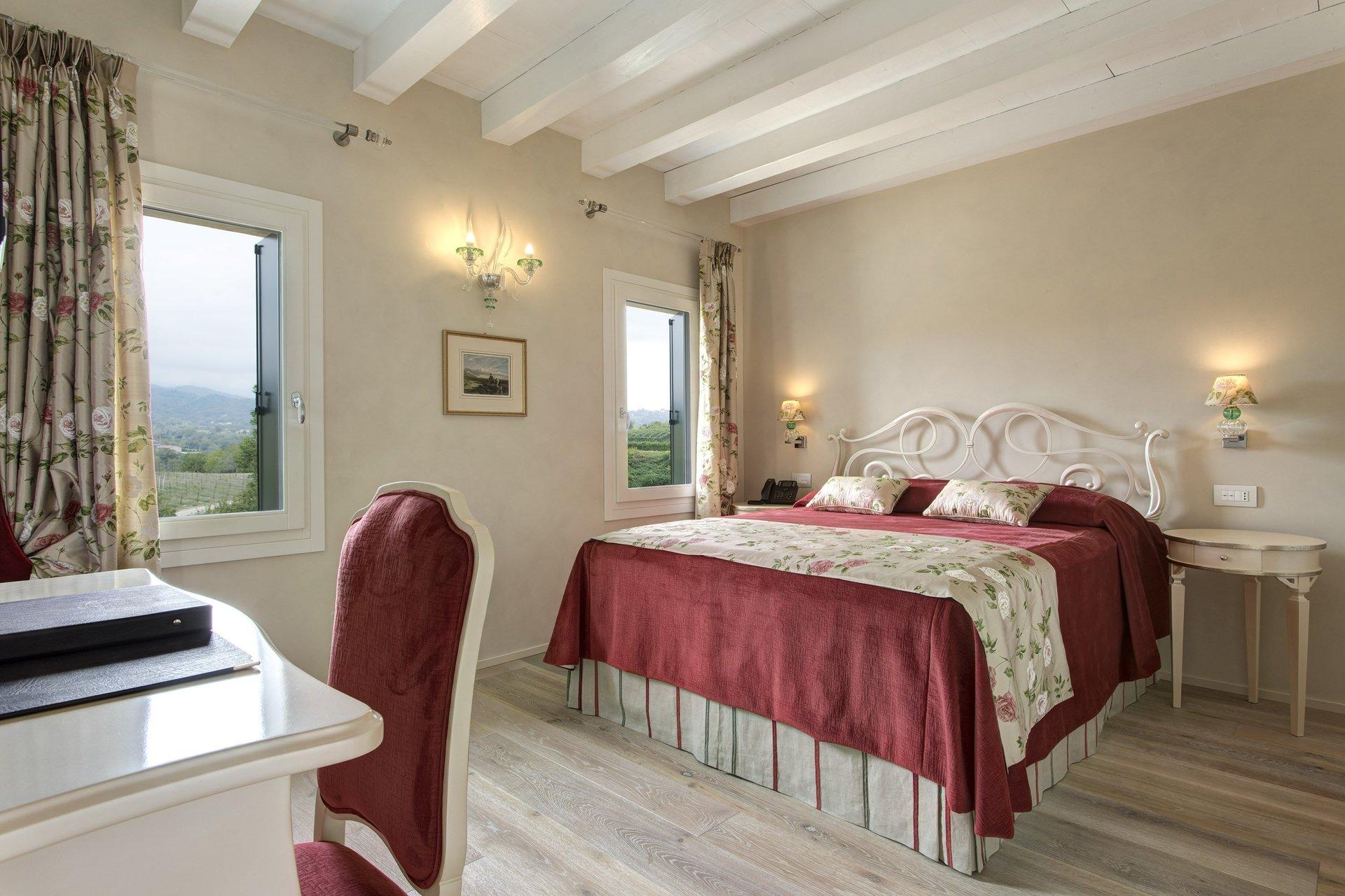stanza da letto in stile romantico