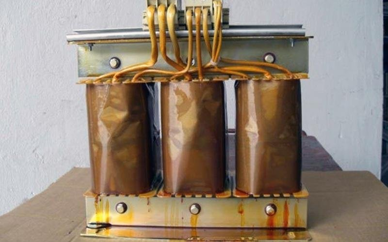 Three-phase electric transformers