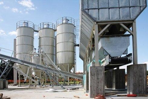 Veduta impianto di produzione di materiali per edilizia