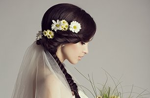hairstyling with flowers