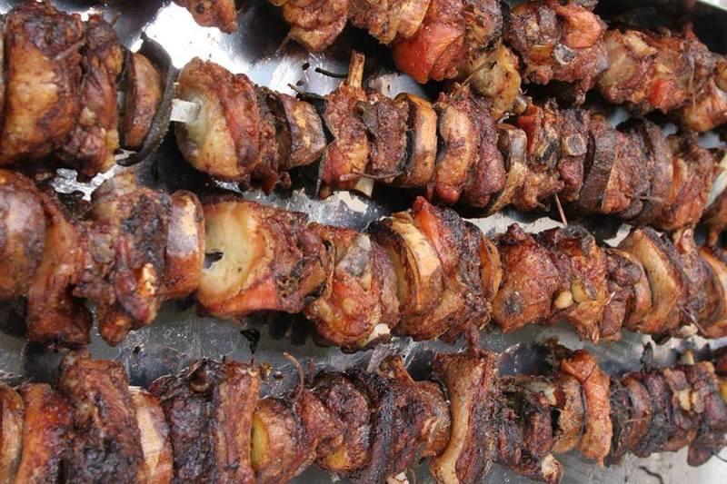 degli spiedini di carne