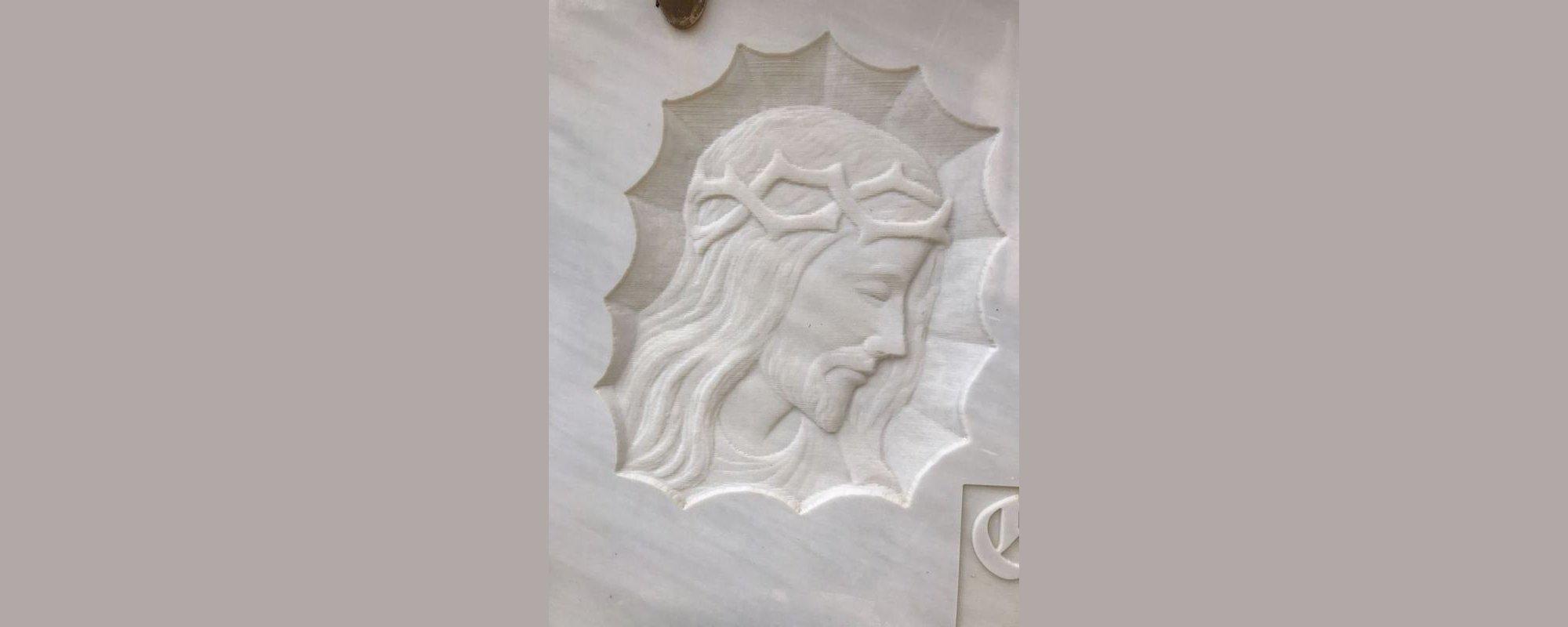rappresentazione di gesu cristo in marmo