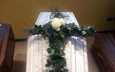 composizione fiori per funerale