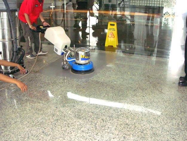 Lucidatura pavimento in marmo a Torino