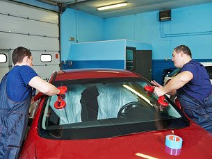Mobile windscreen fitting service
