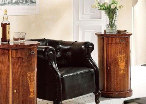 Tavolino colonna intarsiato con cassetto