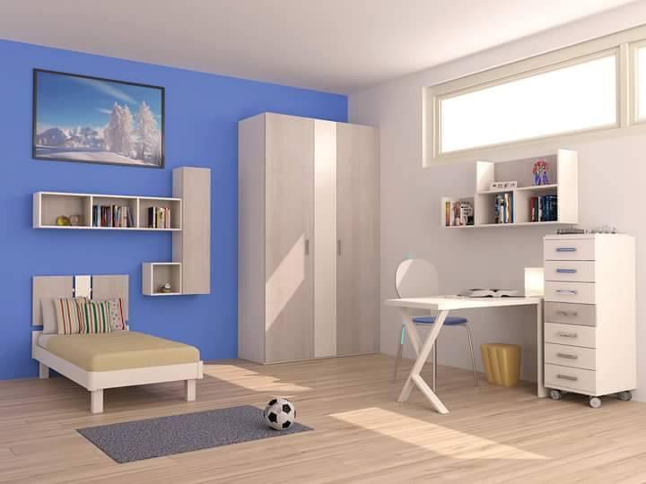 una cameretta con un letto singolo, un armadio e una scrivania