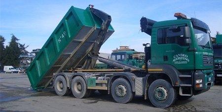 Smaltimento di rifiuti industriali e pericolosi