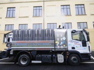 automezzi per smaltimento rifiuti industriali