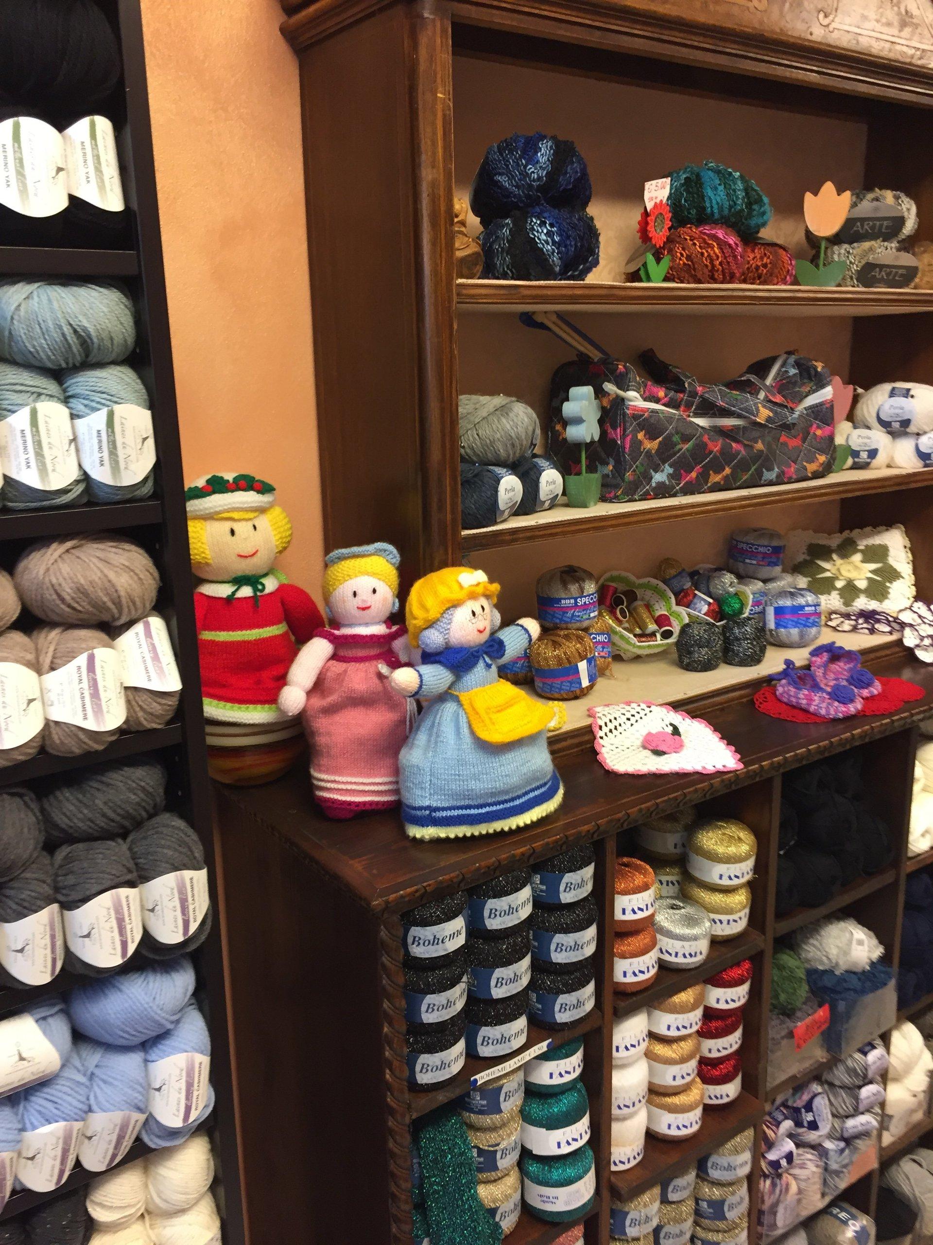 Bancone di prodotti in lana