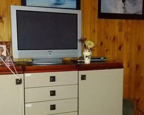 TV in una camera per gli anziani a Siracusa