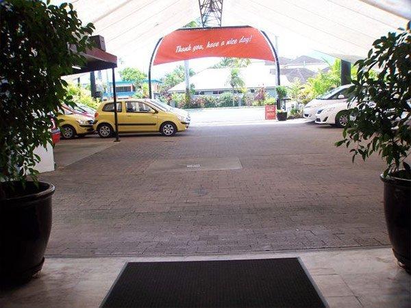 sugarland car rentals carpark