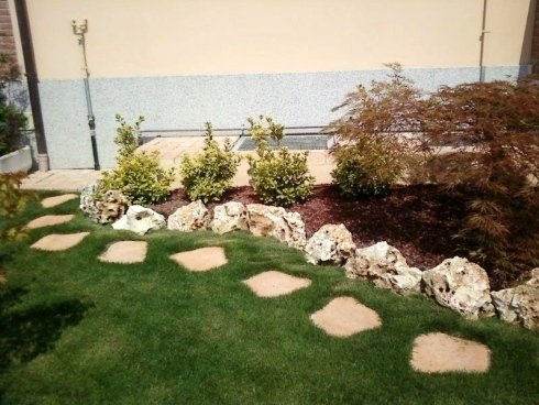 giardino con rocce