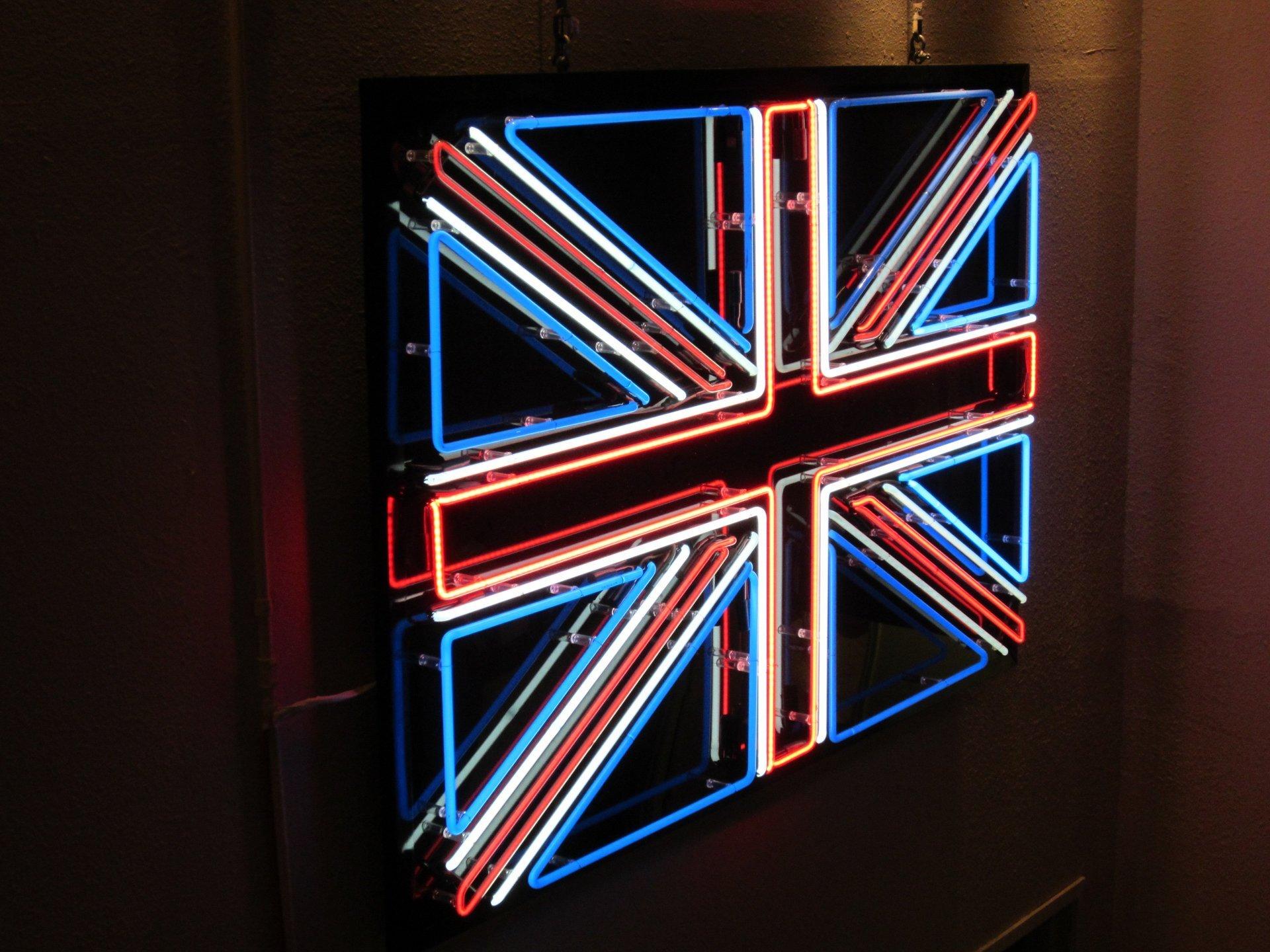 Illuminated Shop Signs Led Back Lit Signs Watford