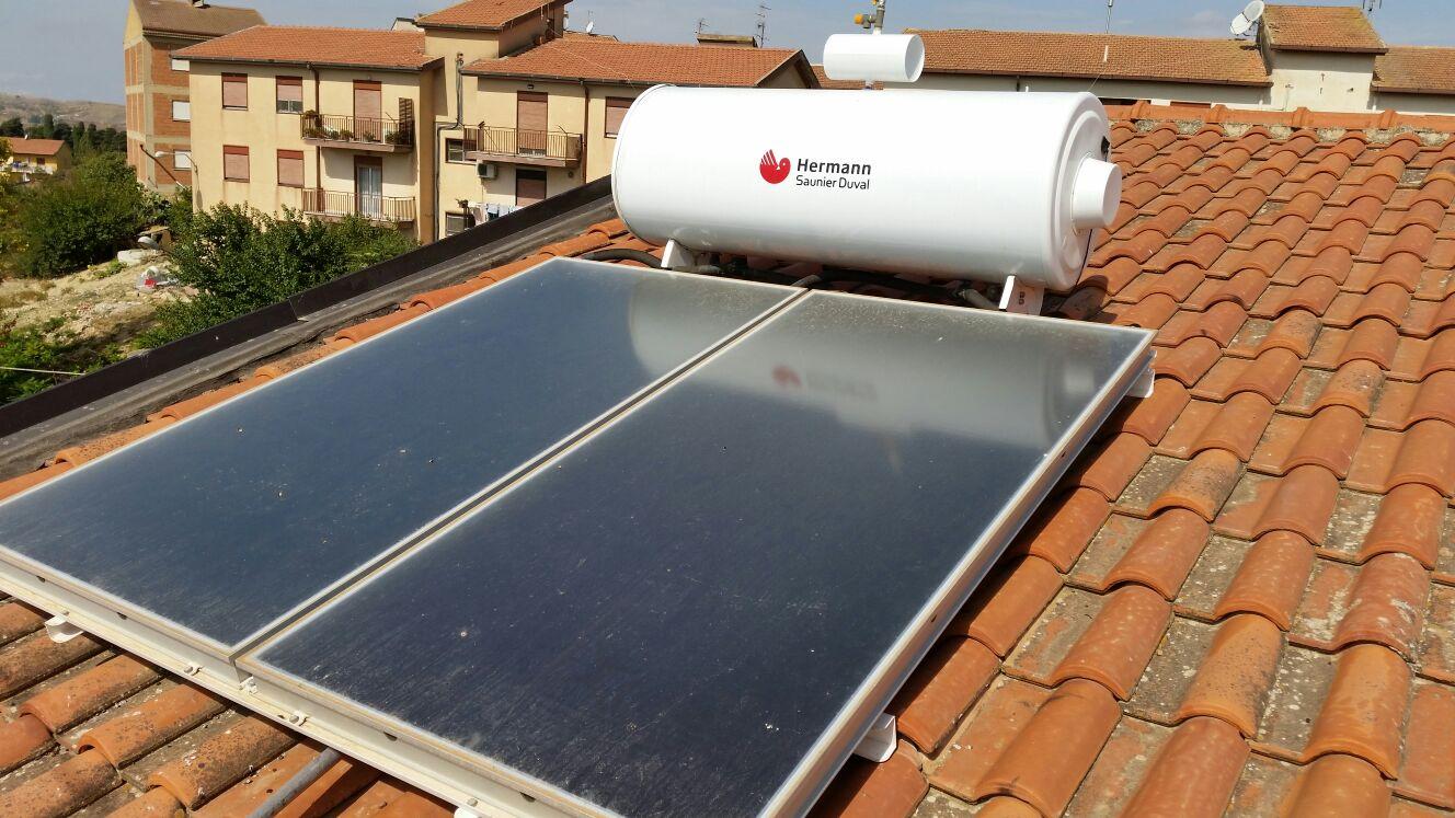 pannelli solari sopra un tetto