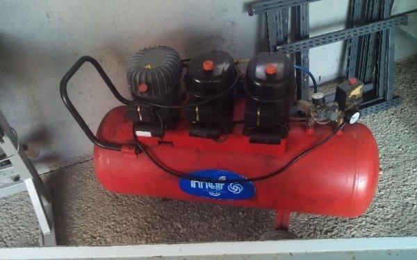 Pulizia di tappezzeria con compressore