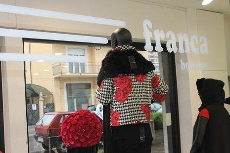 Interno della vetrina della Boutique Franca