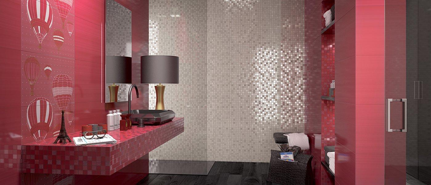 un parquetlaminato e delle pareti con mosaico
