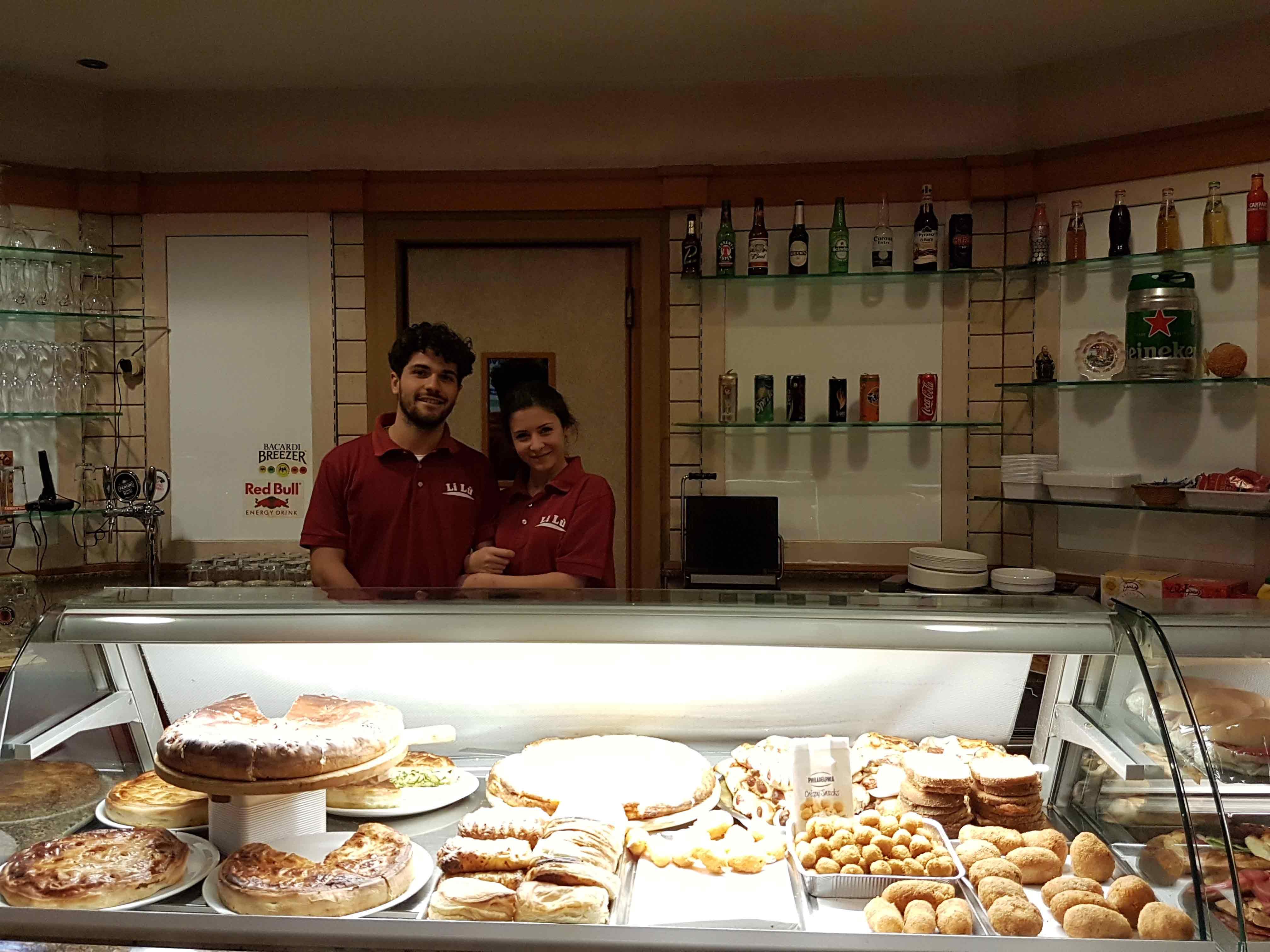 Interno locale lilù e staff a Bari
