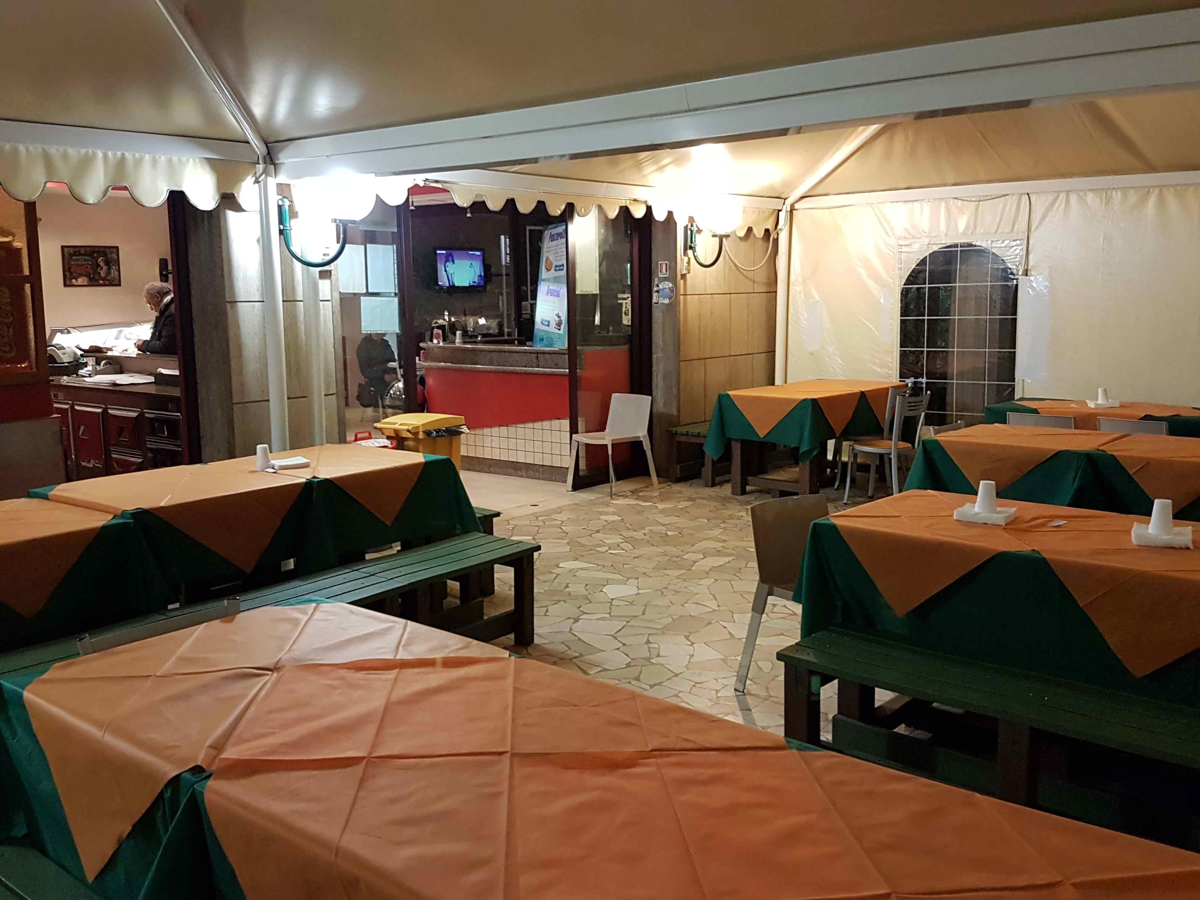 Interno locale lilù a Bari