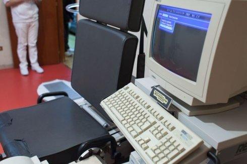 macchinari medici, macchinari medici computerizzati, computer per registrazione terapie