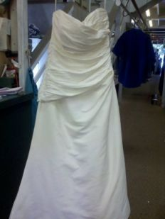 Maui 39 s quality dry cleaning laundry wedding gown for Dry cleaners wedding dress preservation