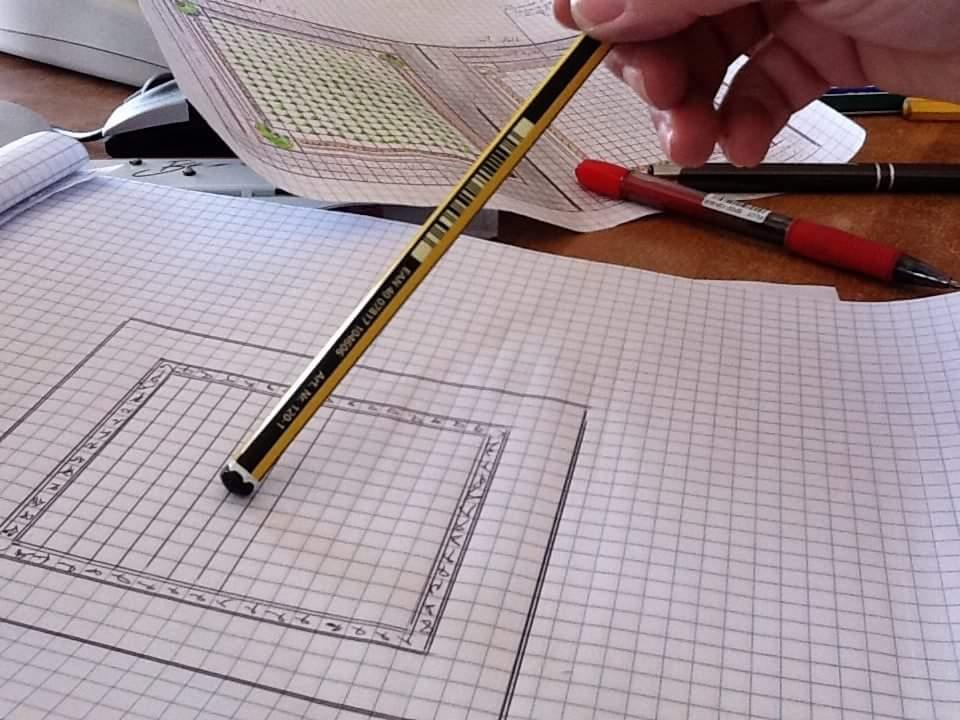un foglio con un disegno di una piastrella