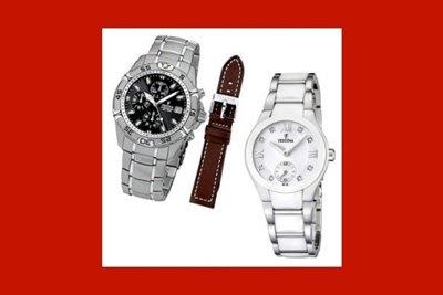 due orologi d'acciaio e un cinturino di cuoio al centro