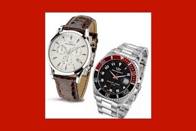 un orologio con cinturino in pelle e un orologio in acciaio
