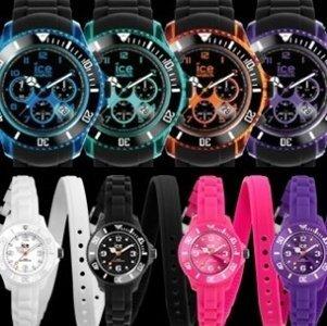 quattro orologi con cinturini neri e quattro orologi in in silicone di diversi colori