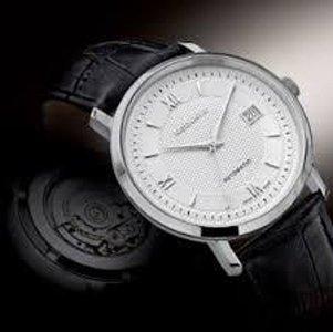 orologio con cinturino in pelle nera