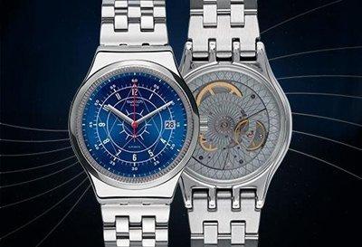 un orologio in acciaio con quadrante blu, un orologio in acciaio con quadrante grigio