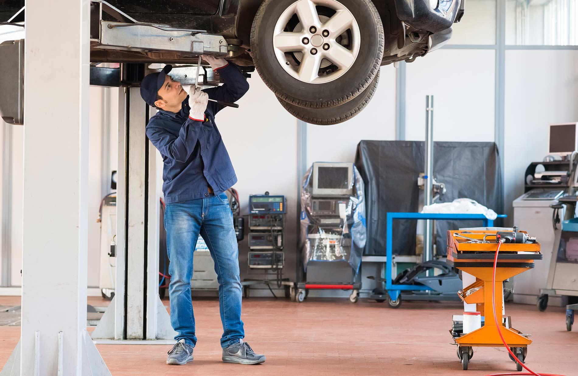 Grazie alle nostre macchine ,gli operatori possono lavorare senza danneggiare la schiena