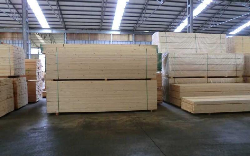 Distribuzione legno Rosso Romeo Legnami