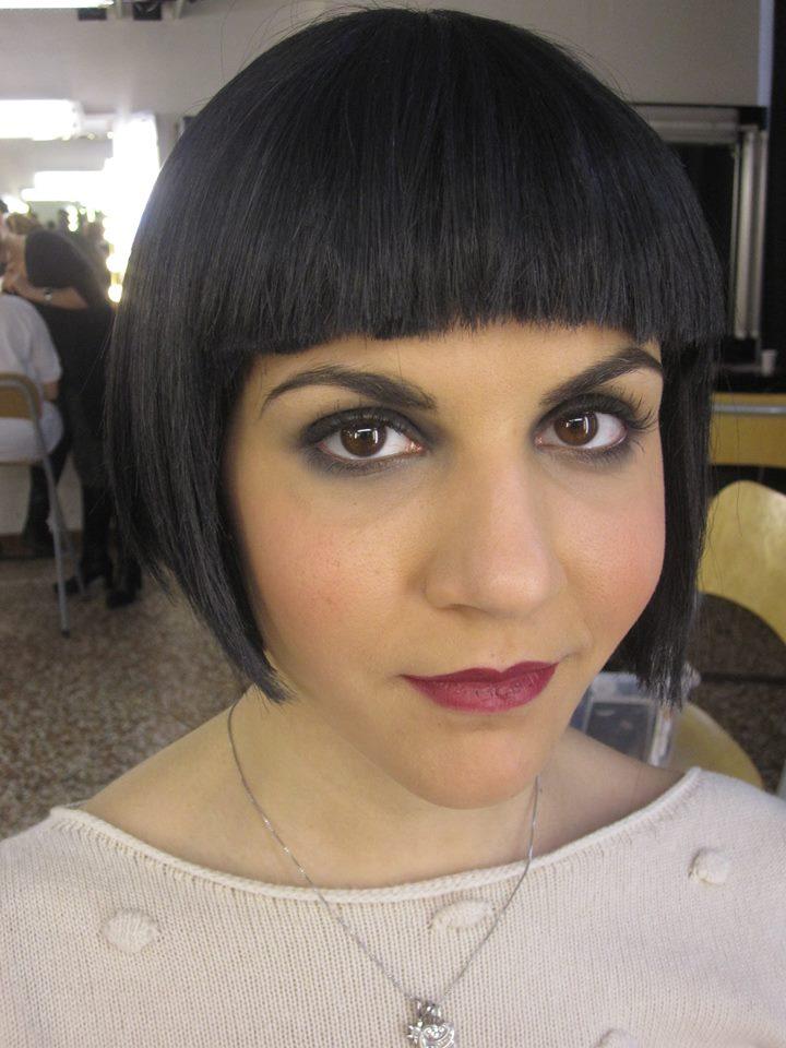 ragazza con capelli neri
