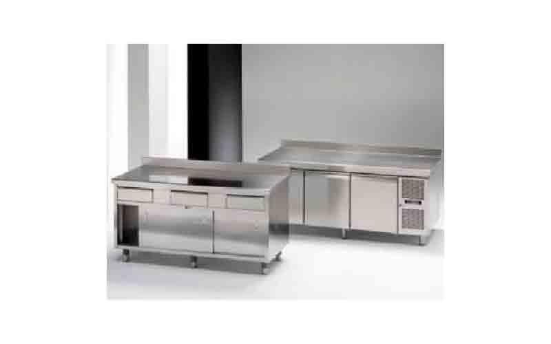 Banchi attrezzati con elementi modulari e refrigerati